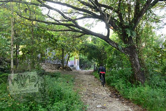 jalan tanah bukit prambanan