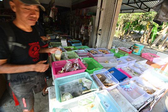 warung jajanan pasar dekat lapangan bercak
