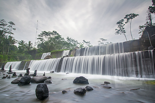 pemandangan indah grojogan dam watupurba
