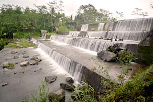 Kami Berpisah di Dam Watu Purba
