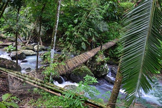 jembatan bambu rubuh curug ci biru samigaluh kulonprogo