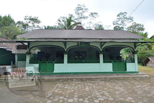 bangunan masjid al-muttaqien di desa donorejo kaligesing purworejo