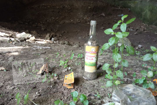 tempat orang mabuk minum anggur merah orang tua di gua permoni