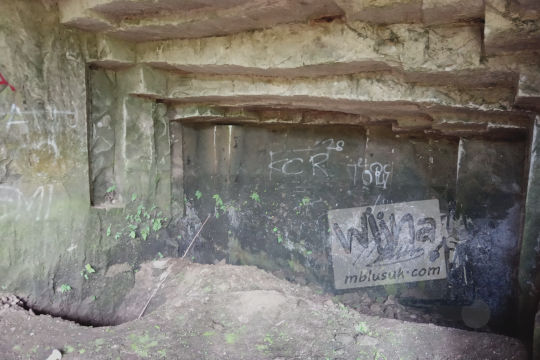 lubang di dasar gua permoni