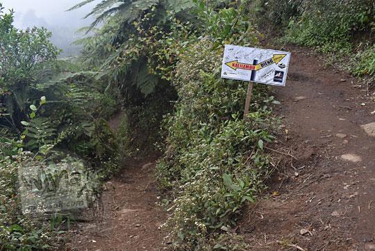 simpang tiga cabang jalan ke pos 3 pendakian gunung prau jalur kalilembu