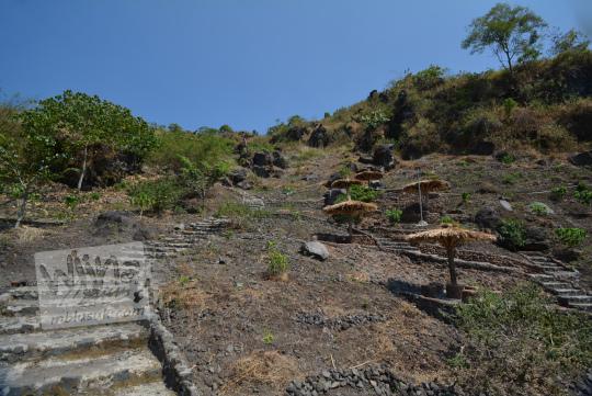 tangga semen bukit seribu satu manguntapa