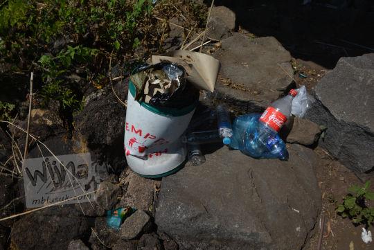 ceceran sampah bukit seribu satu manguntapa