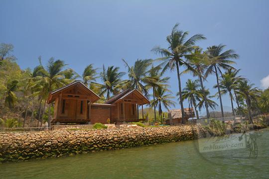 homestay rumah kayu pinggir sungai cokel pacitan