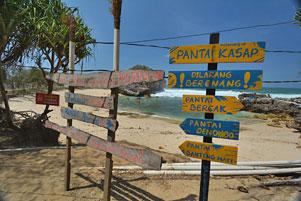 Thumbnail untuk artikel blog berjudul Walaupun Istri Menangis, Tetap Gas Pol ke Pantai Kasap!