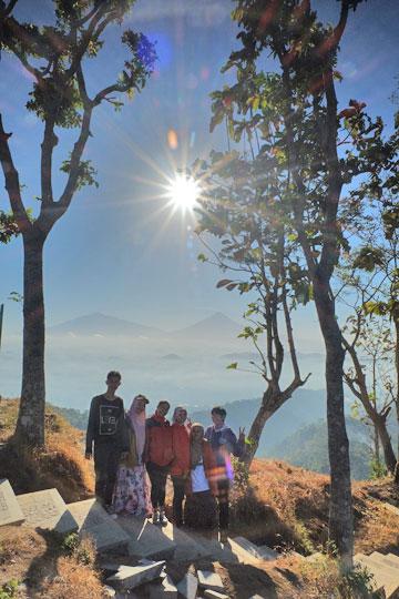foto bersama teman bukit gondopurowangi kenalan borobudur magelang
