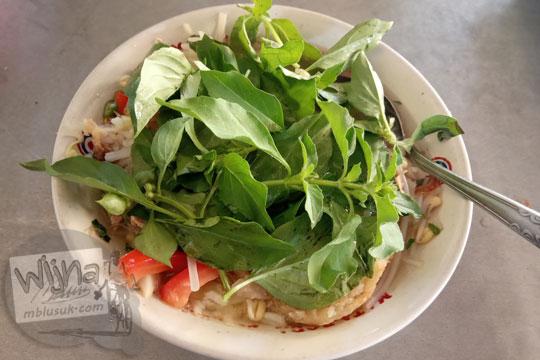sensari soto yogyakarta dicampur daun kemangi
