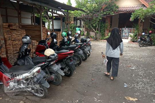 tempat parkir sepeda motor warung soto ayam kemangi lumayan kang sarman kotagede