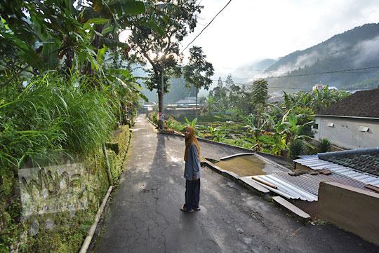 jalan kaki menuju nglurah tawangmangu