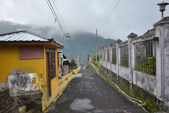 suasana pagi desa tawangmangu karanganyar