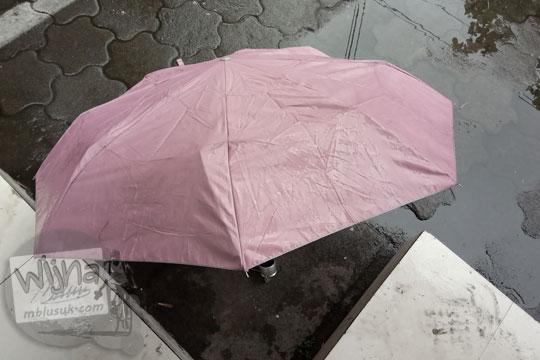 payung lipat pink