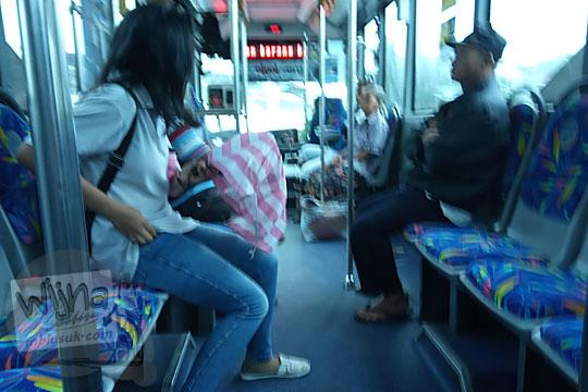 suasana di dalam bus transjogja jalur 5
