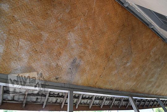 langit-langit plafon anyaman bambu smp negeri 6 yogyakarta