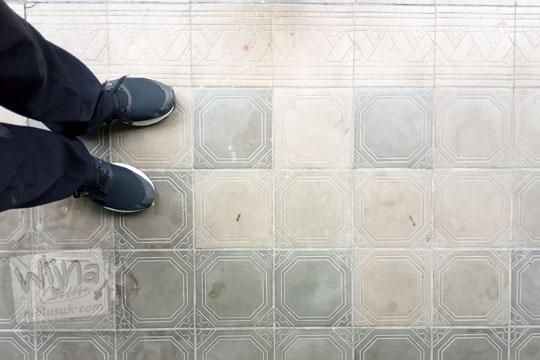 lantai tegel motif bangunan lawas kodim 0734 yogyakarta