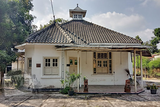 rumah tua belanda yang dijual di kawasan perempatan jetis kota jogja