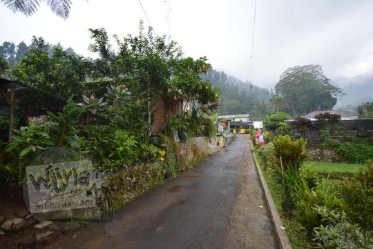 jalan basah saat hujan di dusun nglurah tawangmangu karanganyar jawa tengah
