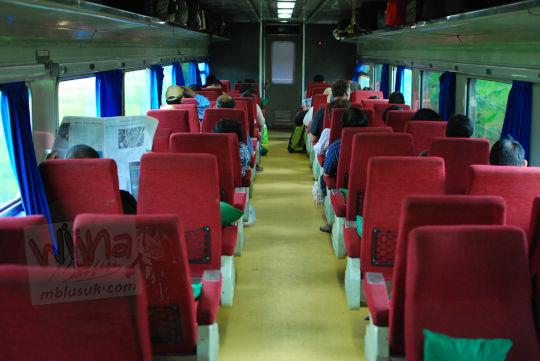 kereta penumpang eksekutif lodaya pada November 2010