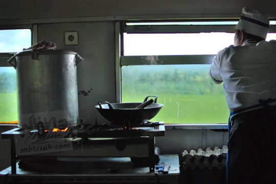 koki melamun restorasi kereta lodaya pada November 2010