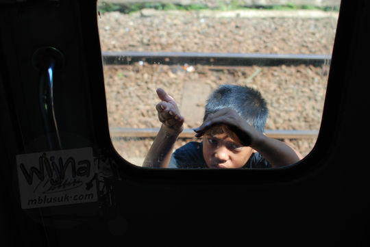 bocah peminta stasiun cipendeuy pada November 2010