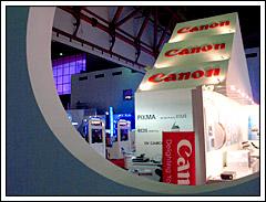 Booth Canon dengan SPG cantik seksi di Indonesia Japan Expo 2008