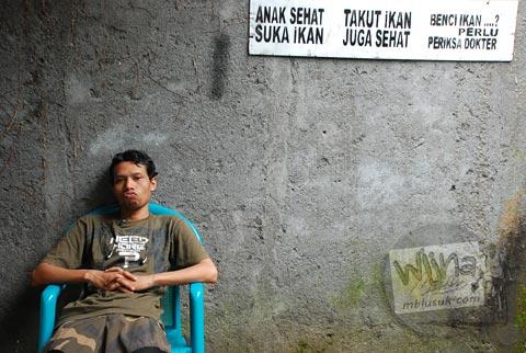 papan peringatan ikan di rumah Paimo, di Plosokuning, Minomartani, Ngaglik, Yogyakarta pada tahun 2010