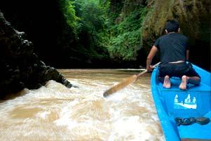 Menerjang Banjir di Green Canyon