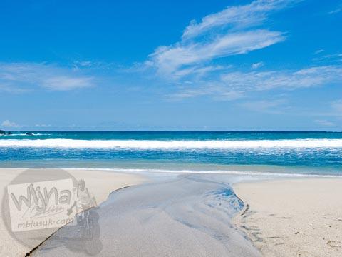 Hamparan pasir putih di Pantai Siung di masa lampau tahun 2008