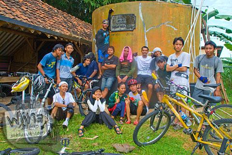 Pos ronda super komplit di ujung ruas jalur tanjakan Cinomati desa Wonolelo-Terong, Bantul di tahun 2009