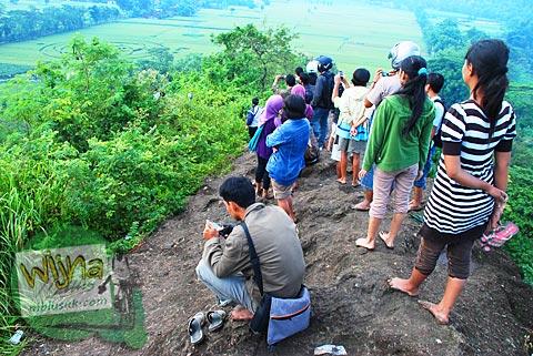 Pemandangan indah dari puncak gunung suru yang tidak banyak orang tahu dekat Fenomena Crop Circle Berbah pada tahun 2011