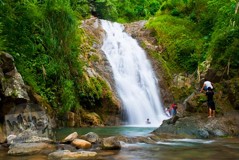 Pemandangan alam indah di Curug Siklothok, Kaligono, Kaligesing, Purworejo pada tahun 2011