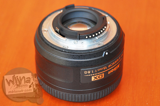 review pengalaman daya tahan lens mount metal dan karet weather sealing pada lensa AF-S DX Nikkor 35mm