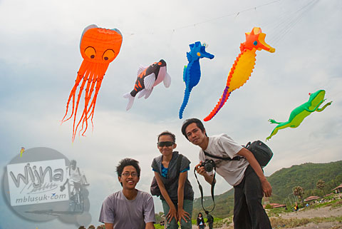 teknik dan tips memfoto lomba layang-layang di pantai parangkusumo, bantul, yogyakarta