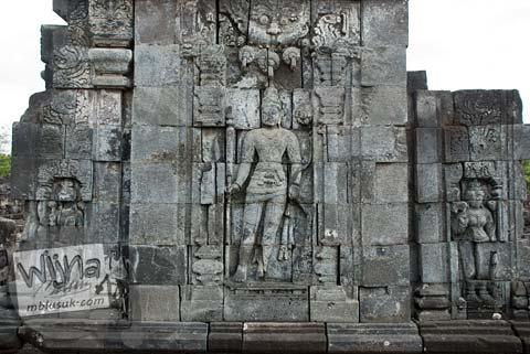 Foto Relief Dewa Buddha Manjusri di Candi Sewu, Prambanan pada September 2009