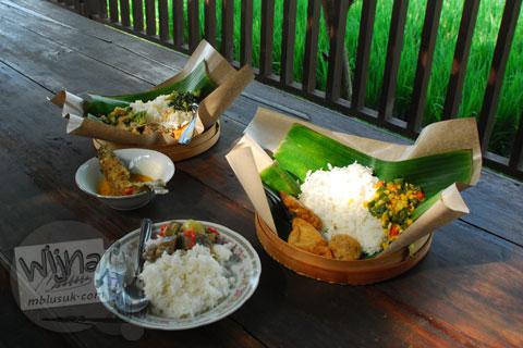 Daftar menu dan harga makanan minuman Rumah Makan Bale Padi Sukoharjo di Jl. Kadilangu, Baki Pandeyan, Sukoharjo pada tahun 2009