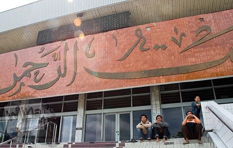Foto Masjid Raya Baiturrahman dekat Simpang Lima Semarang, Jawa Tengah pada November 2007