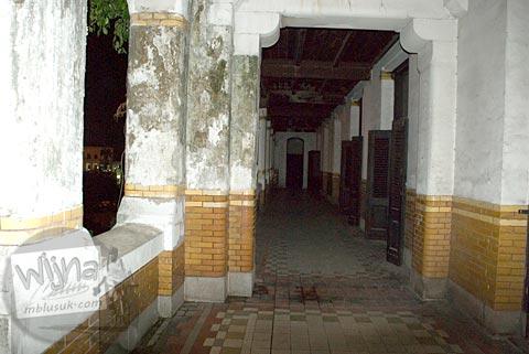 Foto Lorong Tua Gelap Lawang Sewu Semarang, Jawa Tengah pada November 2007