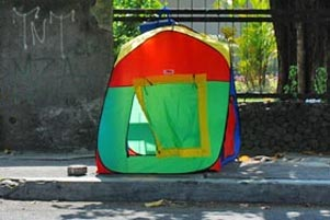 Tenda Warna-Warni