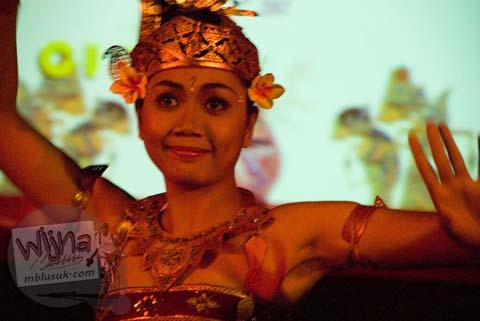 Penari kecak dari Unit Tari Bali