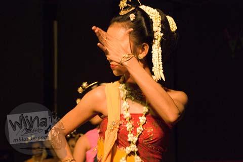 Mahasiswi Penari Unit Kesenian Jogja Gaya Surakarta UGM