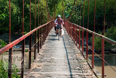 Foto Jembatan Gantung Tua Blawong, Jetis, Bantul pada tahun 2011