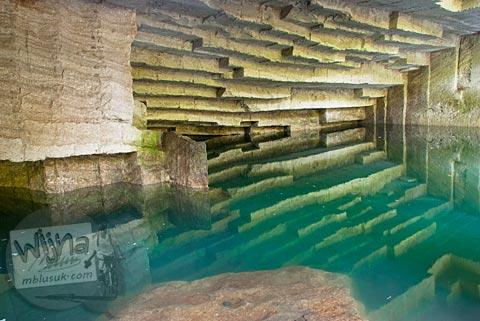 Foto interior gua Permoni, Jetis, Bantul pada tahun 2011