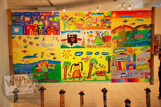 karya seni anak laku terjual dengan harga ratusan juta rupiah pada pagelaran seni Binnale Anak di Taman Budaya Yogyakarta pada Januari 2010