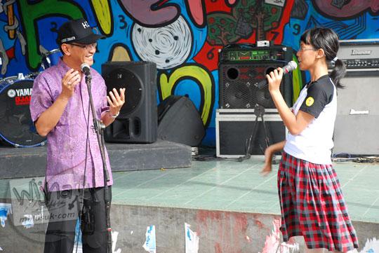 dialog antara anak dengan walikota yogyakarta menuntut jalur sepeda dan fasilitas kota yang ramah anak di acara pagelaran seni Binnale Anak di Taman Budaya Yogyakarta pada Januari 2010
