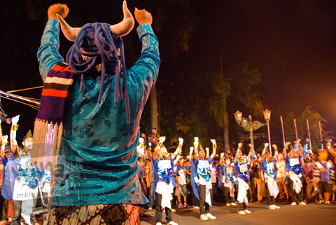Foto Jogja Java Carnival 2008 bersama pawai suporter Slemania