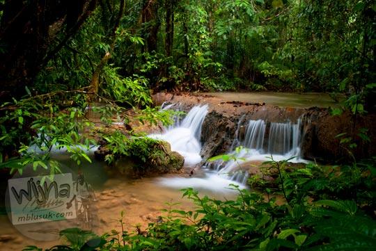Foto air terjun kecil di sekitar Air Terjun Moramo, Konawe Selatan, Sulawesi Tenggara di tahun 2011