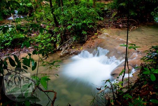 foto aliran sungai deras dekat Air Terjun Moramo, Konawe Selatan, Sulawesi Tenggara di tahun 2011